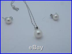 18 K White Gold Pearl & Diamond Earrings with Pendant Set