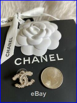 20C CHANEL CC Logo Golden Pearly White Earrings Studs Brand New Complete Set