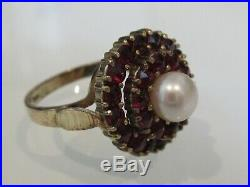 9ct Gold ring set with garnets and pearl