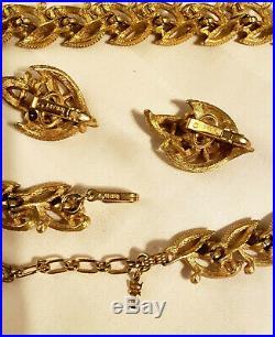 Vintage CROWN TRIFARI Gold Tone Textured Leaf and Simulated Pearl Parure Set